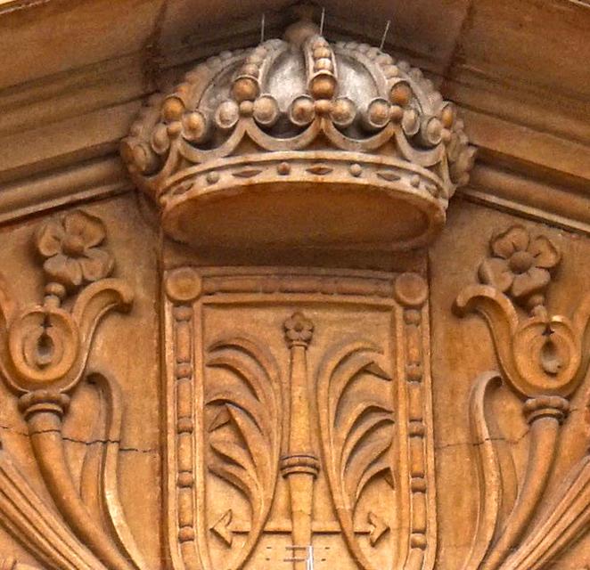 Detall de l'escut a l'Ajuntament de Les Corts. Barcelona