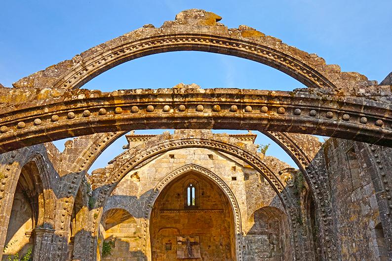 Ruïnes de l'església de Santa Mariña Dozo. Visita a Cambados