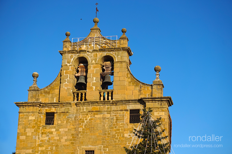 Campanar de l'església de Santa Maria. Plaça Verdaguer de Folgueroles