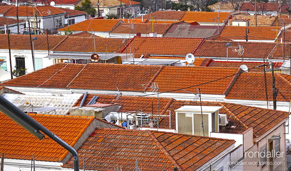 Panoràmica de les teulades de Can Peguera. Nou Barris. Barcelona