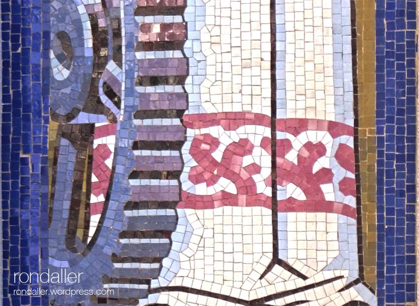 Detall del mosaic amb la roda dentada de la Indústria. Tenería Moderna Franco-Española de Mollet del Vallès